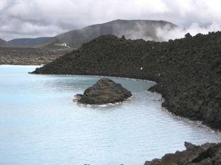 Blaue Lagune in Island - Lagune, Island, blau, blau-weiß, Geothermalgebiet, Geothermalkraftwerk, Lavafeld, See, Lavasee, Salzsee, Salzwassersee, Thermalbad, Thermalfreibad, Kieselalgen