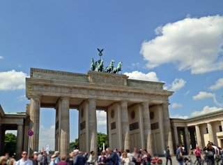 Brandenburger Tor - Brandenburger Tor, Tor, Berlin, Quadriga, Wahrzeichen, nationales Symbol, Geschichte, Politik, Architektur, Kunst, Klassizismus, Mauerverlauf, Teilung, Wiedervereinigung