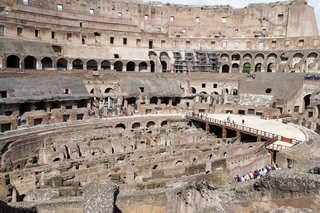 Kolosseum in Rom  - Italien, Rom, Sehenswürdigkeiten, Wahrzeichen, Römer, Geschichte, Gladiatoren, Amphitheater, Theater, Rundtheater, Ruine, Kolosseum, Colosseum, Geografie, Belustigung, antik, Innenansicht, Innenraum