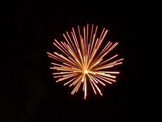 Feuerwerk - Feuerwerk, Nacht, Himmel, Lichter, Farben, leuchten, Feuerwerkskörper, pyrotechnische Gegenstände, koordinierte Zündung, Zündung, Silvester, Pyrotechnik, Rakete, Antrieb, Rückstoß