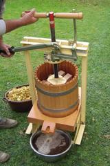 Apfelpresse - Apfelsaft pressen #4 - Apfel, Apfelsaft, Obst, Ernte, pressen, Maschine, Apfelpresse, Oktober