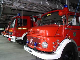 Feuerwehr-Magazin - Feuerwehr, Feuer, Brand, löschen, Wasser, helfen, 112, Fuhrpark, Notruf, rot, Feuerwehrwache