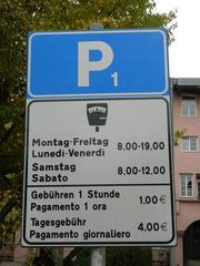 Parkplatz Schild zweisprachig - Schild, deutsch, italienisch, Parkplatz, Gebühren, pagamento, Wochentage