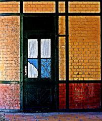 Bahnhofstür Cartoon - Tür, Tor, Bauwerke, Haustür, offen, Eingang, Ausgang, geschlossen, Gesprächsanlass, Impuls, Entscheidung, entscheiden, Ansicht, Abgrenzung, abstrakt, konkret, Konstruktivismus, Fläche