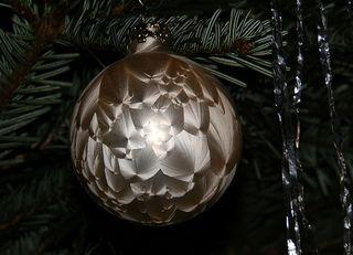 Baumschmuck zu Weihnachten - Dekoration, Deko, Weihnachtsdeko, Weihnachten, Brauchtum, Tradition, Advent, Weihnachtskugeln, Christbaumkugeln, bunt, Baumschmuck, Kugel, Licht, leuchten, Lichtschein, strahlen, glänzen, glitzern, Glanz, weihnachtlich, Stimmung, besinnlich, Hintergrundbild, Wallpaper