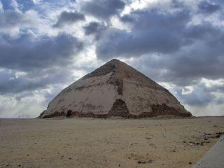 Knickpyramide von Daschur - Knickpyramide, Daschur, Snofru, Altes Reich, Ägypten, rote Pyramide, Südgrab, Grabstätte, Totenkultur, Sakralarchitektur, Bauwerk