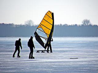 Wintersport Freizeitvergnügen - Wintersport, Winter, Schnee, Segel, Freizeit, Sport, Winter, Eis, kalt, Schlittschuh, laufen, rutschen, Jahreszeit, vergnügen