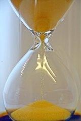 Sanduhr #3 - Sanduhr, Eieruhr, Zeit, Zeitmesser, Uhr, Sand, Minuten, messen, Dauer, Illustration, rieseln, laufen, Glas, gelb