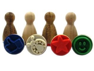 vier Stempelfiguren mit Bildmotiv - Stempel, Druck, Druckerzeugnis, Zeichen, drucken, gestalten, Bild, Stempelkissen, Symbol, Anlaut St, stempeln, Motiv, vier