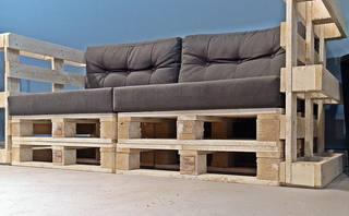 Möbel - Sofa - robust, Europaletten, Palettenmöbel, bauen, Sitzmöbel, Möbel, Sofa, Coach, genormt, Transporthilfsmittel, Standard, verwerten, Mehrwegprodukt, Recycling, upcycling, Rezyklierung, Verwertung, Wiederverwertung, Wiederaufbereitung, Verwertungsverfahren, Materialien, Material, Erzeugnis, Stoff, Stoffe