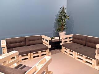Möbel - Sitzmöbel - robust, Europaletten, Palettenmöbel, bauen, Sitzmöbel, Möbel, Sofa, Coach, Sessel, genormt, Transporthilfsmittel, Standard, verwerten, Mehrwegprodukt, Recycling, upcycling, Rezyklierung, Verwertung, Wiederverwertung, Wiederaufbereitung, Verwertungsverfahren, Materialien, Material, Erzeugnis, Stoff, Stoffe
