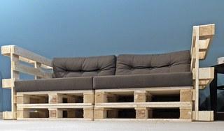 Möbel - Palettensofa - robust, Europaletten, Palettenmöbel, bauen, Sitzmöbel, Möbel, Sofa, Coach, genormt, Transporthilfsmittel, Standard, verwerten, Mehrwegprodukt, Recycling, upcycling, Rezyklierung, Verwertung, Wiederverwertung, Wiederaufbereitung, Verwertungsverfahren, Materialien, Material, Erzeugnis, Stoff, Stoffe