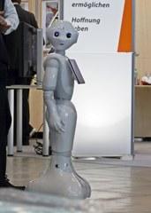 Pepper, humanoider Roboter #1 - humanoid, Roboter, Programmierung, Software, Fortschritt, kommunikativ, interagieren, Emotion, Design, intelligent, Plastik, Figur, digital, Wissenschaftsethik, Ethik, Informatik, Maschine, Automat, automatisch, technisch, Technik, mobil, Apparatur, arbeiten, Arbeit, Symbol, Kunstoff, beweglich, Bauteile, Teil, Kunst, Technik