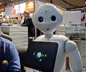 Pepper, humanoider Roboter #4 - humanoid, Roboter, Programmierung, Software, Fortschritt, kommunikativ, interagieren, Emotion, Design, intelligent, Plastik, Figur, digital, Wissenschaftsethik, Ethik, Informatik, Maschine, Automat, automatisch, technisch, Technik, mobil, Apparatur, arbeiten, Arbeit, Symbol, Kunstoff, beweglich, Bauteile, Teil, Kunst, Technik