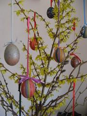 Ostereier am Strauch - Osterei, Ei, beklebt, Seidenpapier, Ostern, Brauchtum, Dekoration
