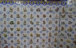 Kacheln an einer Wand - Azulejos - Kachel, Kacheln, azulejos, Schmuck, Keramik, Fliesen, Keramikfliesen, Ornament, Wandkacheln, Motiv, Motive