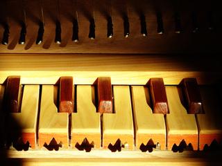 Clavicytherium 2 - Clavicytherium, Klaviziterium, Tasteninstrument, besaitet, Saiten, Tasten, Klaviatur, Mittelalter, Instrument, Klavizitherium, Musik, Musikunterricht, Musiklehre, mittelalterlich, Nachbau, Saiteninstrument, Zupfinstrument