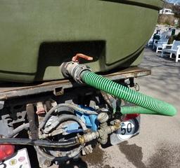 Bewässerungsfahrzeug #2 - Bewässerungsfahrzeug, Landwirtschaft, Grünflächenpflege, Wassertank, Tank, Tankfahrzeug, Anschluß, Wasserleitungen, Leitungen, Druckanzeiger
