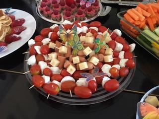 Gemischte Platte - Käse, Tomaten, essen, Frühstück, Spieße, Platte, anrichten, dekorieren