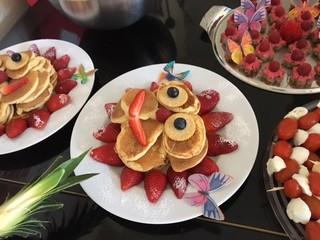 Obstgesicht - Erdbeeren, Orangen, Möhren, essen, Obst, Gemüse, Frühstück, anrichten, dekorieren