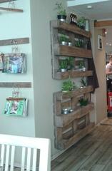 Wandregal aus Holzpaletten - Wandregal, Regal, Palette, Möbel, Holz, Recycling, Wiederverwendung, Kräuter