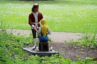 Märchenfiguren - Aschenputtel #2 - Märchen, Märchenfigur, Figur, Figuren, Mädchen, Aschenputtel, Aschenbrödel, Prinz, Tauben, Schreibanlass, Geschichten, Erzählanlass
