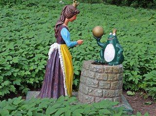 Märchenfiguren - Der Froschkönig #2 - Märchen, Märchenfigur, Figur, Figuren, Mädchen, Prinzessin, Prinz, Frosch, Krone, Kugel, Schreibanlass, Geschichten, Erzählanlass