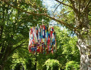 Baumobjekt Knitting#2 - stricken, häkeln, Kultur, Knitting, Graffiti, Kunst, Motiv, Impression, warm, Wolle, Strickkunst, Objektkunst, Kunstobjekt, bunt, Verschönerung