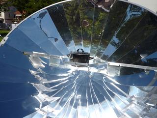 Solarkocher - Solarkocher, Energie, Sonnenstrahlung, Wärme, Einstrahlung, Hohlspiegel, Brennpunkt, Parabolspiegel, Gargerät, Physik, Optik, Sonnenenergie, Energieumwandlung, Wärmeenergie, Sonne