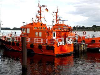 Lotse, Lotsenschiff - Lotse, Lotsenschiff, Hafen, Meer, See, Wasser, Fluss, Kapitän, Seemann, Hilfe, Seefahrt, Sicherheit, Signalfarbe, rot