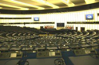 Europäisches Parlament Straßburg#2 - Europäisches Parlament, Straßburg, Plenarsaal, Volksvertretung, Sitzung, Sitzplätze, Fraktion, Regierung, Legislative, Exekutive, Europaabgeordnete, Rednerbühne