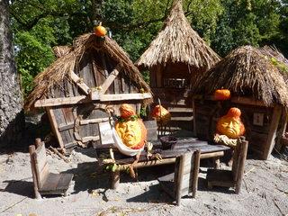 Hobbits aus Kürbis - Hobbit, Kürbis, Dekoration, Römer, Dorf, Häuser