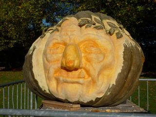 Geschnitzter Kürbis - Kürbis, Gemüse, Herbst, orange, Jahreszeit, schnitzen, Herbstdekoration, Cäsar