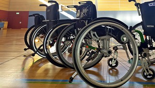 Rollstühle #2 - Rollstuhl, Rollstühle, Unterstützung, Integration, Inklusion, Material, Gerät, Hilfe, rollen, sitzen, Rollstuhlsport, Sport, Hilfsmittel, Rehasport