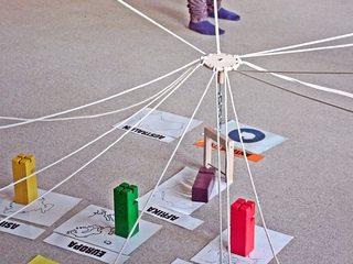 Erdkunde mit dem Fröbelkran - kooperativ, Kooperation, lernen, Fröbel, Fröbelturm, Fröbelkran, Gruppe, bauen, Spiel, spielen, Lernspiel, kooperieren, miteinander