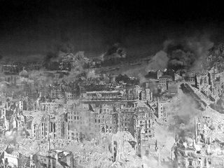 Ausschnitt Asisi Panorama - Dresden 1945  #2 sw - Geschichte, Krieg, Zerstörung, Bombardement, Brand, Schutt, Asche, Kunst, Panorama, Ansicht, Ethik, Weltkrieg, Dresden, Luftangriff, Feuersturm, Ruinen, zerstört