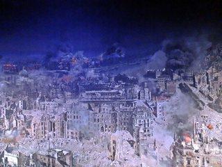 Ausschnitt Asisi Panorama - Dresden 1945  #2 - Geschichte, Krieg, Zerstörung, Bombardement, Brand, Schutt, Asche, Kunst, Panorama, Ansicht, Ethik, Weltkrieg, Dresden, Luftangriff, Feuersturm, Ruinen, zerstört