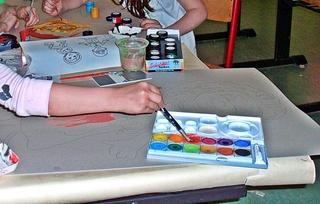 malen - Pinsel, malen, tuschen, Farbe, Deckfarbe, Wasserfarbe, Farbauftrag, Kunst, Kunsterziehung, Farbkasten, Tuschkasten, Malkasten, Deckfarbkasten, Wasserfarbkasten, wasserlöslich, nicht deckend, Anlaut m