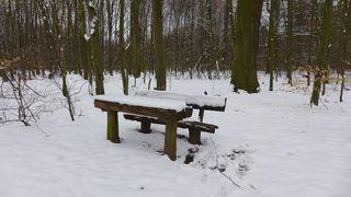 Bank und Tisch - Winter, Schnee, Bank, zugeschneit, verschneit, schneebedeckt, Tisch