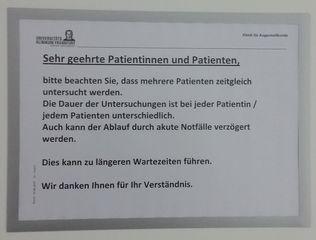 Hinweis auf Wartezeiten - Hinweis, Patienten, warten, länger, Wartezeiten, Notfälle