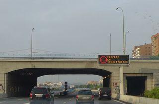 Hinweisschild #4 auf Autobahn - senalización, respetar, respektieren, Schilder