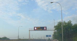 Hinweisschild #5 auf Autobahn - velocidad, moderar, Geschwindigkeit, reduzieren, Hinweisschild