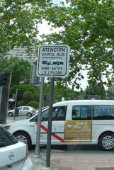 Hinweisschild : Busspur - Gefahrenhinweis, Busspur, mirar, crucar, carril, atencion