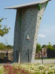 Kletterturm - Mut, neue Wege gehen, Angst, Wagnis, Seil, Sport, Abenteuer, turnen, Freizeit, klettern, schwindelfrei, Freizeitsport, überwinden, über sich hinauswachsen, Ethik, Hilfe, klettern, steigen, besteigen, Wand, heraufsteigen, Kletterer, Kletterhilfe, hinaufklettern, hochklettern, climb, climbing, Boulderwand, Kletterwand