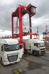 Portalhubwagen - Bremerhaven, Weser, Hafen, Frachtschiff, Transport, Container, Portalhubwagen, Seeschifffahrt, Kran, Containerumschlag, Seehandel