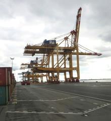 Containerbrücke #1 - Bremerhaven, Weser, Hafen, Frachtschiff, Transport, Container, Seeschifffahrt, Kran, Containerumschlag, Seehandel