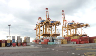 Containerbrücke #2 - Bremerhaven, Weser, Hafen, Frachtschiff, Transport, Container, Seeschifffahrt, Kran, Containerumschlag, Seehandel
