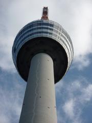 Fernsehturm Stuttgart#3 - Fernsehturm, Sendeturm, Stuttgart, Bauwerk, Beton, Kulturdenkmal, Wahrzeichen, Aussichtsturm, Turmbau, Perspektive, Turmkorb