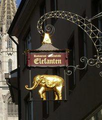Ausleger *Restaurant* - Ausleger, Zunftzeichen, Schild, Hinweisschild, Mittelalter, Reklame, Werbung, Kunstwerk, Kunstguss, filigran, Gold