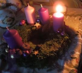 Adventkranz moderner - Advent, Adventskranz, Kerze, Kerzen, vier, Weihnachten, Licht, leuchten, brennen, Adventszeit